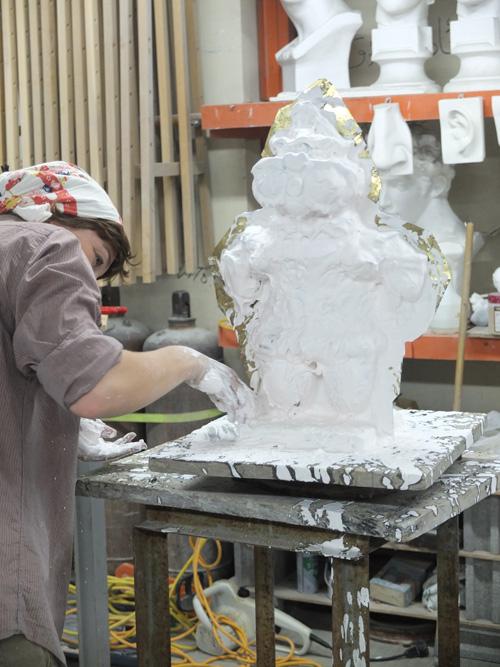 大理石彫刻の制作風景
