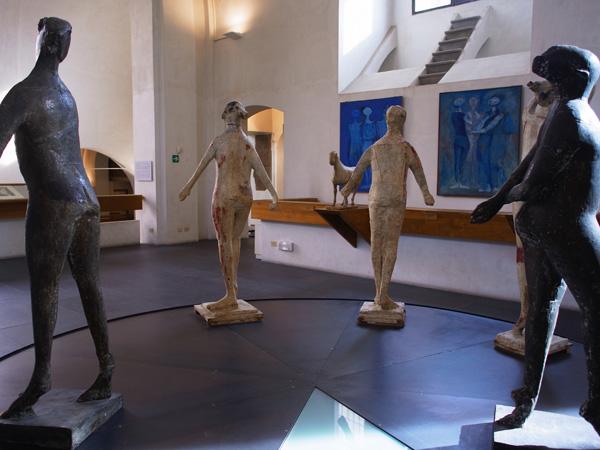 現代イタリア彫刻作品 マリノ・マリーニ美術館(フィレンツェ 撮影:藁谷収)